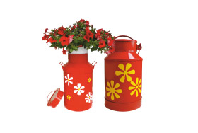 GARDEN DECORATIONS – MILK CANS